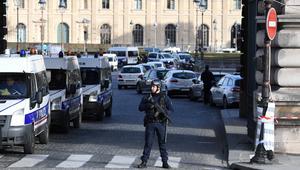 """رئيس وزراء فرنسا: الهجوم أمام متحف اللوفر """"ذو طبيعة إرهابية"""""""