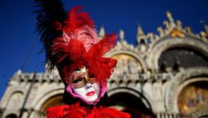أقنعة تخفي الجنس والعمر والهوية..في ايطاليا