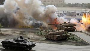 القوات المسلحة الإماراتية أثناء عرض عسكري في افتتاح معرض الدفاع الدولي (ايديكس) في أبوظبي