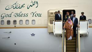 الملك سلمان يصل إندونيسيا وبيان مشترك مع ماليزيا للتعاون العسكري والقلق من إيران