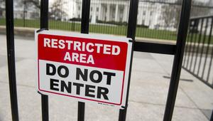 على مدخل البيت الأبيض.. الأمن يحتجز سيارة يزعم صاحبها احتواءها على قنبلة