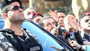متظاهرون ضد الضرائب يرشقون الحريري بزجاجات المياه.. ويهتفون: الشعب يريد إسقاط النظام