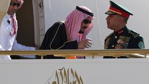 """الملك سلمان يغادر في """"إجازة خاصة"""" وينيب ولي عهده لإدارة شؤون السعودية"""