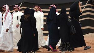 """تغريدة للداعية محمد العريفي عن """"العباءة"""" تثير ضجة في السعودية.. فماذا قال؟"""
