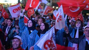 """يلدريم معلنا فوز """"نعم"""" في الاستفتاء: نفتح صفحة جديدة في تاريخ ديمقراطية تركيا"""