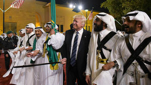 إيران تتهم بعض دول المنطقة بالتفريط في شرفها: رقصوا مع ترامب وشعروا بالأمن