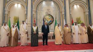ماذا قال ترامب للسيسي وملك البحرين وأمير قطر وأمير الكويت على هامش القمة السعودية؟