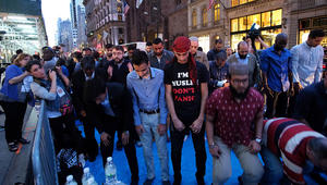 احتجاج رمضاني.. إفطار وصلاة أمام برج ترامب للتنديد بسياساته