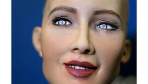 """تعرّف إلى """"صوفيا""""... الروبوت الذي حصل على الجنسية السعودية"""