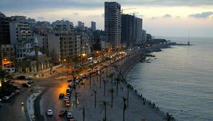 قرقاش: الأزمة المحيطة بلبنان تعود لممارسة النأي بالنفس وتغول حزب الله