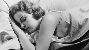 هل تعاني من الأرق أو الاستيقاظ من النوم ليلاُ؟ اتبع هذه النصائح البسيطة