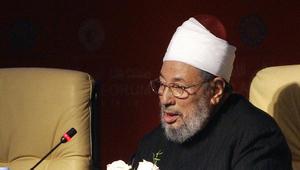 القرضاوي يشكر أمير قطر.. ويؤكد: نظام مصر منع جنازة مهدي عاكف فصلى عليه الملايين