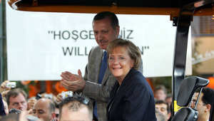ميركل وأردوغان على جرار خلال معرض هانوفر بالمانيا في 16 أبريل 2007