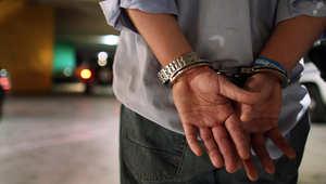 صائدو مكافآت للقبض على مجرمين يداهمون منزل قائد شرطة بالخطأ