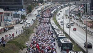 """مظاهرات مناهضة لأردوغان بإسطنبول ومؤيدوه يرفعون """"شعار رابعة"""""""