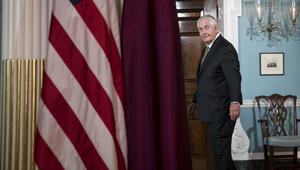 تيلرسون بعد أنباء عن تفكيره في الاستقالة: سأظل في منصبي طالما يسمح لي ترامب