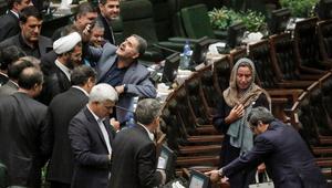 """كامليا انتخابي فرد تكتب لـCNN: روحاني بدأ ولايته الثانية بـ""""فضيحة"""" أضحكت شعب إيران"""