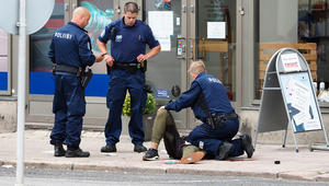 الشرطة: مقتل 2 وإصابة 6 إثر عملية طعن في فنلندا.. واعتقال مشتبه به