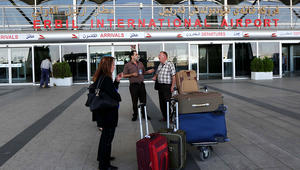 رئيس وزراء العراق يعلن إعادة فتح مطاري إربيل والسلمانية بإقليم كردستان