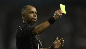 العرب في المونديال: من هو صاحب أول بطاقة صفراء عربية في كأس العالم؟
