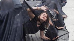 نساء يشاركن في احتجاج ضد التحرش الجنسي في كوسوفو