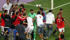 جدل في مصر بعد مكافأة السيسي للاعبي المنتخب.. من يتحمّل أعباء هذه الملايين؟