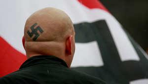 """أمريكا: إفشال محاولة لقتل يهود وسود في فرجينيا.. وصرخة """"يحيا هتلر"""" بمحكمة في كنساس"""