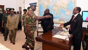 موغابي يرفض التنحي بعد عزله من رئاسة الحزب الحاكم