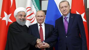 الرئيس الروسي فلاديمير بوتين والرئيس التركي رجب طيب اردوغان والرئيس الإيراني حسن روحاني في اجتماع ثلاثي حول سوريا في سوتشي