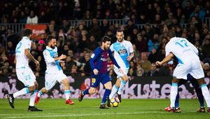 """برشلونة يكتسح ديبورتيفو ويدخل """"الكلاسيكو"""" بفارق 11 نقطة عن ريال مدريد"""