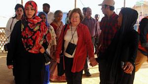 شاهد.. توكل كرمان تزور الروهينغا مع الفائزات بنوبل.. ورسائل حادة لميانمار