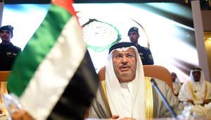 قرقاش: رئيس وزراء قطر يحتفي بشخص تصدر قائمتها للإرهاب