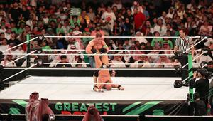 """هيئة الرياضة تعتذر عن لقطة """"غير محتشمة"""" في عرض WWE بجدة"""