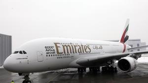 """مراهق صيني تسلل داخل طائرة لطيران الإمارات ليُكوّن ثروته في دبي.. بـ""""الشحاذة"""""""