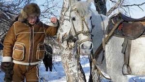 بين الفارس والسياسي..أيهما أحب على قلب فلاديمير بوتين؟