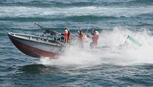 مسؤول بالبحرية الأمريكية لـCNN: أربعة سفن حربية للحرس الثوري الإيراني اعترضت مدمرة أمريكية