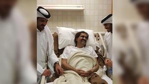 """قطريون عبر تويتر للشيخ حمد: """"أجر وعافية يا بومشعل"""" .. """"خطاك الشر يا قطر"""""""