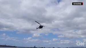 لحظة تحطم طائرة مروحية فوق المياه في هاواي