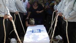 صديقة جندي إسرائيلي تبكي عند دفنه في عسقلان 29 يوليو/ تموز 2013