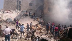 """بعد إعلان """"الهدنة"""" بساعات.. غارات على إدلب تسقط 24 قتيلا على الأقل"""