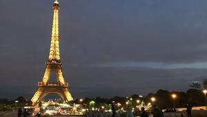 برج إيفل في أحد الليالي الباريسية