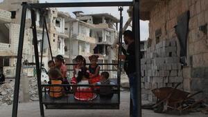رغم الحرب القاسية.. العيد يرسم بسمات الفرحة البريئة على وجوه أطفال درعا