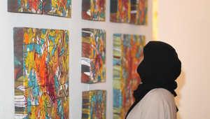 عواطف آل سلوان..فنانة سعودية تتقن فن الباتيك الآسيوي