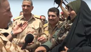 بالفيديو: وزير الدفاع يكرم امرأة مقاتلة من صلاح الدين