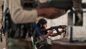 أحد مقاتلي جبهة النصرة خلال مواجهات مع عناصر داعش
