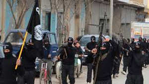 استعراض لعناصر داعش