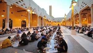 صورة ارشيفية: صائمون يتناولون إفطارهم بأحد مساجد العاصمة السعودية الرياض
