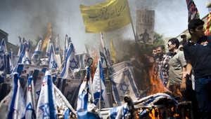 إيرانيون يحرقون الأعلام الإسرائيلية في يوم القدس العالمي