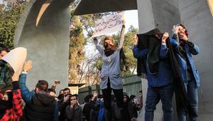 إيران تحذر المحتجين وإعلامها يتهم السعودية بعد ترامب