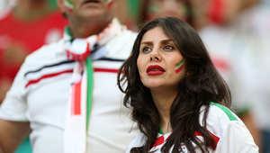 مشجعة إيرانية خلال مباراة إيران ونيجيريا